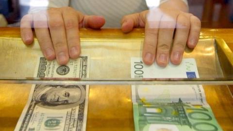 Банк Российской Федерации повысил официальный курс доллара ипонизил евро
