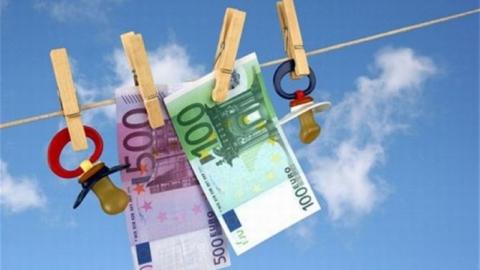 Балаковец задолжал двум дочерям почти 800 000 рублей алиментов