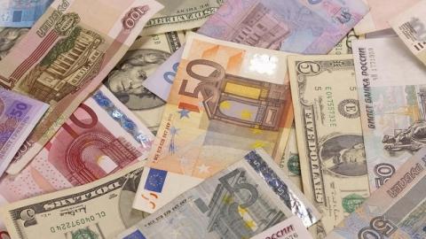 Аналитики: факторы риска для рубля вернулись на сцену