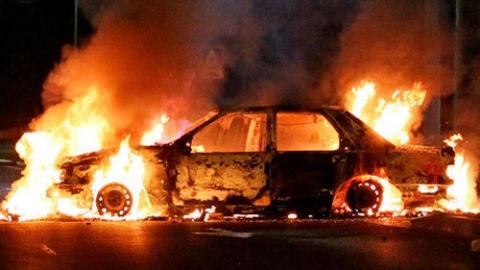 Пенсионерку подозревают в найме поджигателя автомобиля неугодного соседа