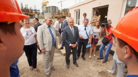 На стройплощадке жилого дома СГЮА побывал губернатор Валерий Радаев