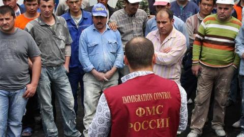 Украинским мигрантам предлагают еще 90 суток на оформление права жить в Саратове