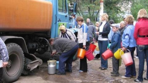 Жители севера Саратова и окрестностей сегодня получают воду из цистерн