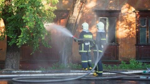 На Огородной в Саратове загорелись два расселенных дома