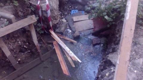 Водопроводная течь подтопила фундамент пятиэтажки