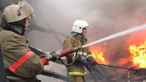 В Саратовской области сгорели пять домов, две иномарки и комбайн
