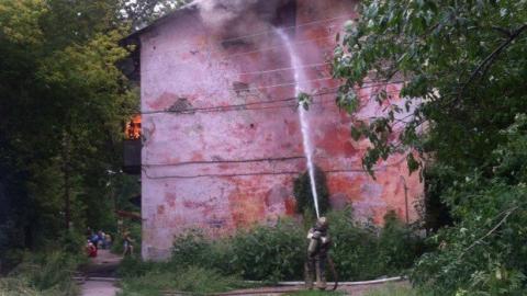 В Заводском районе Саратова горит двухэтажный дом