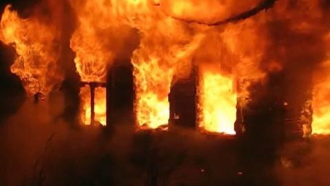 В Энгельсе пожарные тушили пятиэтажный дом