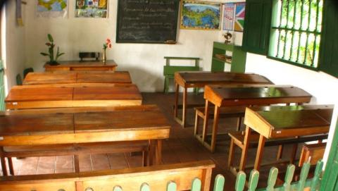Жители села Еланка попросили Валерия Радаева не закрывать единственную школу