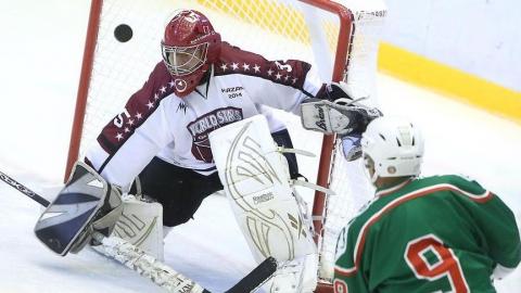 Легенды мирового хоккея отдадут деньги с матча саратовской семье с семью детьми