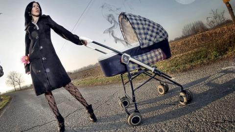 Пьяный водитель сбил женщину с коляской