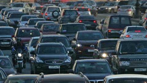 Столкновение шести автомобилей парализовало движение на мосту Саратов - Энгельс