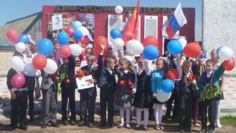 Жители Еланки поблагодарили губернатора за сохраненную школу