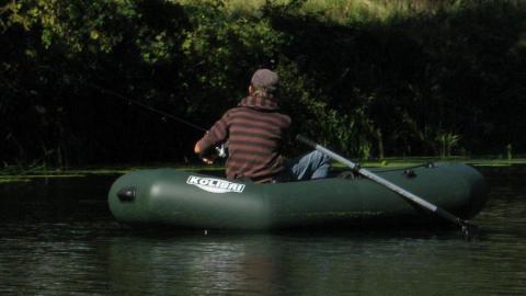 Рыбак выпал из резиновой лодки и утонул в Волге под Саратовом