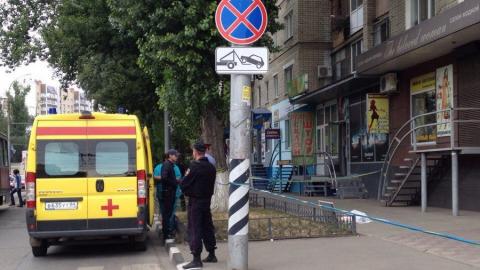 Из дома, возле которого ищут гранату, выбросился мужчина