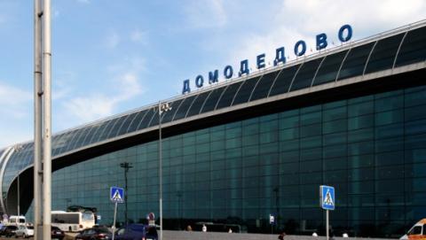 Из-за пожара в Домодедово саратовцы не смогли улететь домой