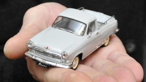 Медведев запретил чиновникам покупать машины дороже 2,5 миллионов