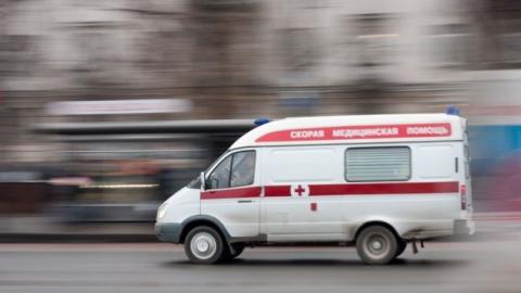 Пенсионера увезли в больницу после падения в троллейбусе №1