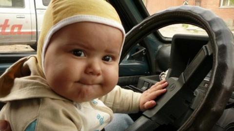 Автоледи переехала годовалую дочку задним ходом