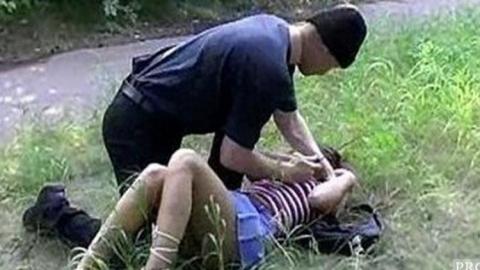 Знакомый затащил женщину в лесопосадки и изнасиловал под угрозой ножа