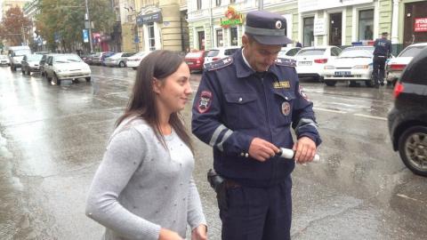 В Саратове инспекторы дарили водителям детские удерживающие устройства