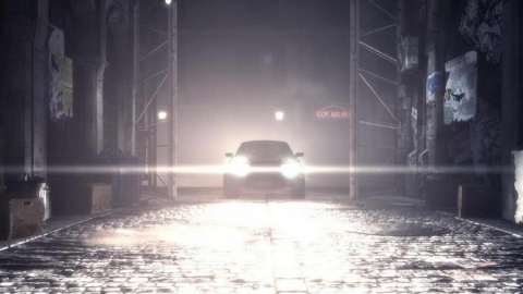 В Саратове машина без водителя прижала женщину к воротам гаража