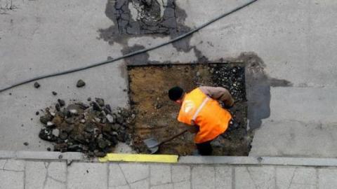 Александр Буренин поручил жестко контролировать ремонт дорог в Саратове