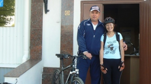 Министр экологии Дмитрий Соколов приехал на работу на велосипеде