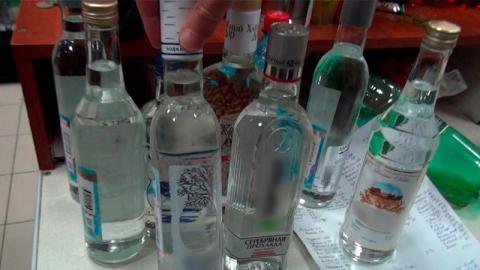 Из энгельсского магазина с помощью ОМОНа изъяли две тысячи литров алкоголя
