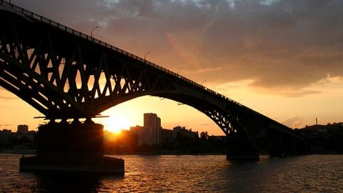 В Волгу с моста Саратов - Энгельс пытался броситься юноша