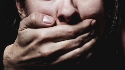 Троих жителей Хвалынска подозревают в групповом изнасиловании