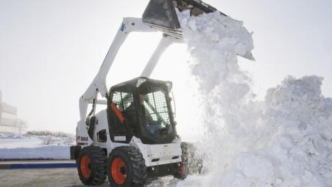 Саратовцам предложили не ездить на авто до окончания уборки снега