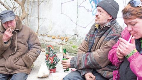 Две трети россиян вынуждены экономить на праздновании Нового года