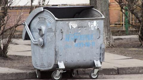 Балаковец похитил мусорный бак и хранил его