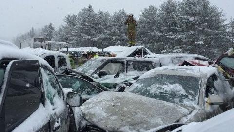 В Энгельсе из-за дорожного заноса произошла массовая авария