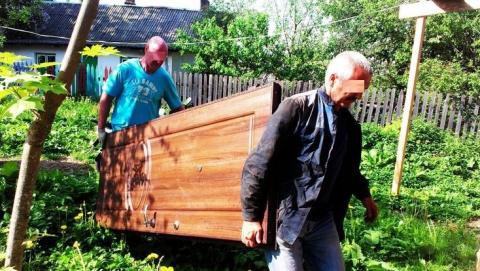 Из подъезда в Саратове вынесли металлическую дверь
