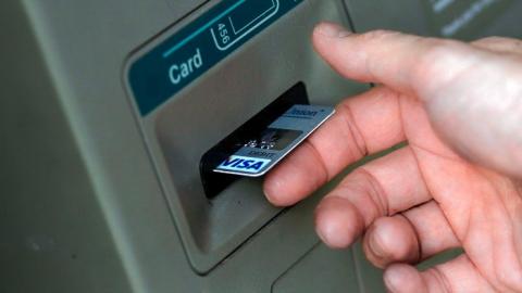 Балашовец повинился в краже денег с чужих банковских карт