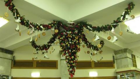 На двух площадях Саратова появятся необычные новогодние украшения