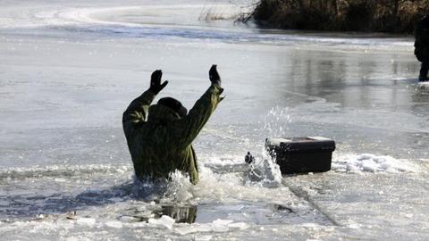 Рыбак провалился под лед реки Чернавы и утонул