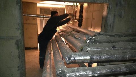Из подвала дома в Саратове пытались вынести трубы