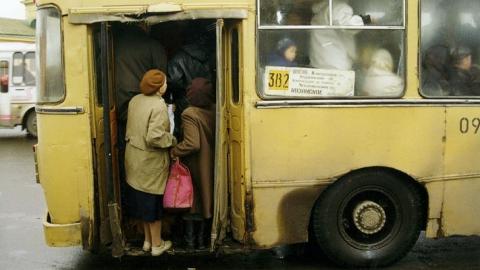 Отъезжающий от стоянки автобус сбил пенсионерку