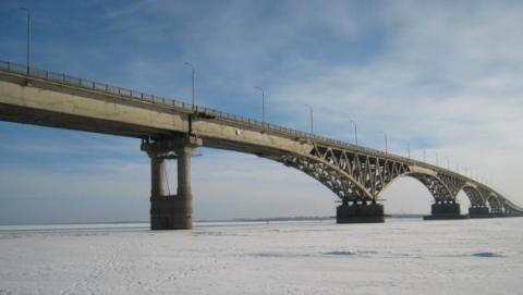 Водолазы ищут прыгнувшего с моста Саратов-Энгельс парня