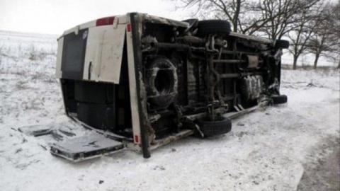 Автобус опрокинулся в кювет под Саратовом. Пятеро в больнице