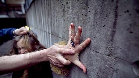 В Аткарске две женщины изнасиловали подругу