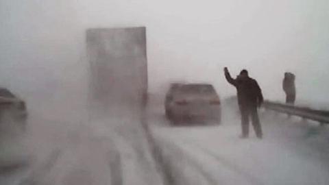 Саратовцы переживут две волны холода со снежными заносами на трассах