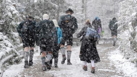 Погода вСаратове оказалась недостаточно холодной для отмены занятий вшколах