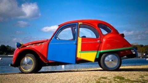 Полицейские Энгельса остановили машину с разноцветными наркотиками