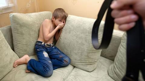 Мать и бабушка избили одиннадцатилетнего мальчика