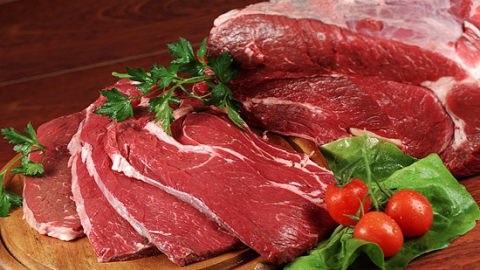 У жительницы Саратова из общего коридора похитили мясо