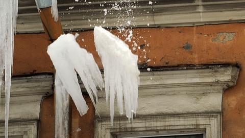 Лед с крыши травмировал саратовскую органистку